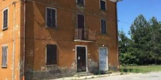 Casa in VENDITA a Pellegrino parmense di 400 mq