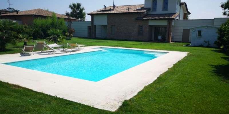 Casa in VENDITA a Parma di 300 mq