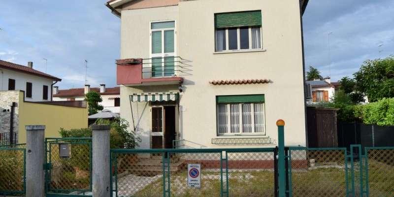 Casa in VENDITA a Treviso di  mq