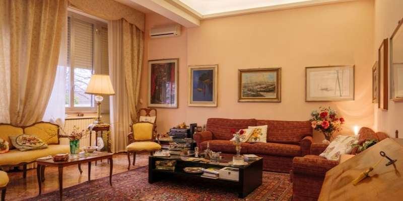 Casa in VENDITA a Parma di 310 mq