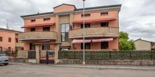 Casa in VENDITA a Parma di 129 mq