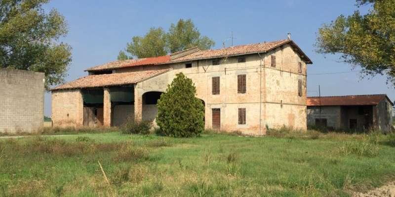 Casa in VENDITA a Parma di 316 mq
