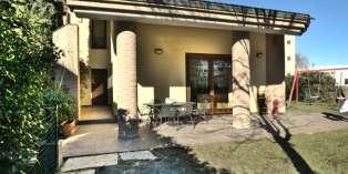 Casa in VENDITA a Parma di 440 mq
