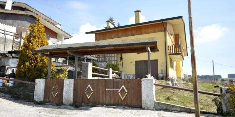 Casa in VENDITA a Rubbio di 200 mq