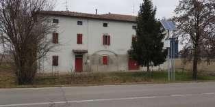 Casa in VENDITA a Trecasali di 530 mq