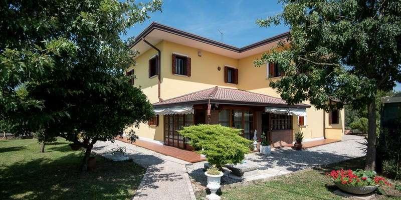 Casa in VENDITA a Carbonera di 249 mq