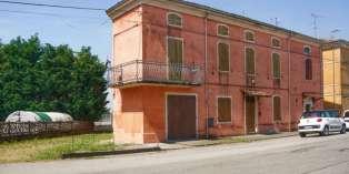 Casa in VENDITA a Roccabianca di 300 mq