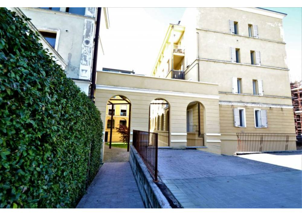 Affitto Locale Commerciale a Parma monolocale Ospedale di 45 mq