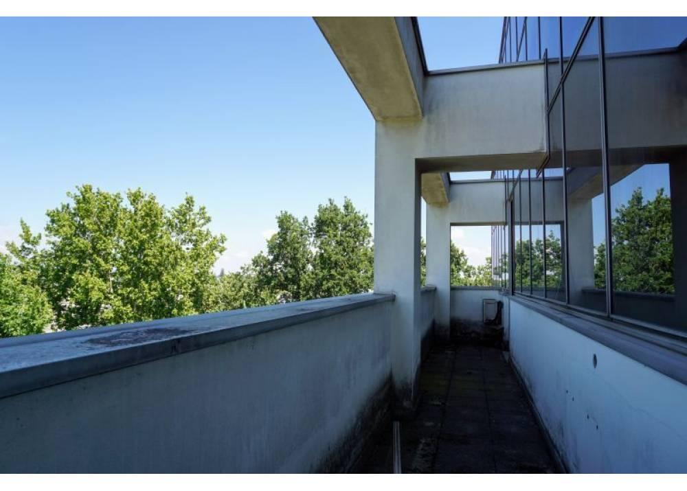 Vendita Locale Commerciale a Parma monolocale Q.re Paullo di 170 mq