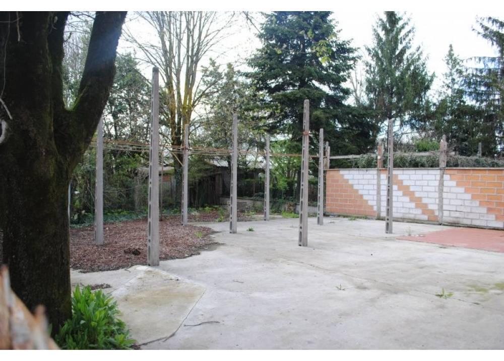 Vendita Locale Commerciale a Parma monolocale  di 160+60 mq