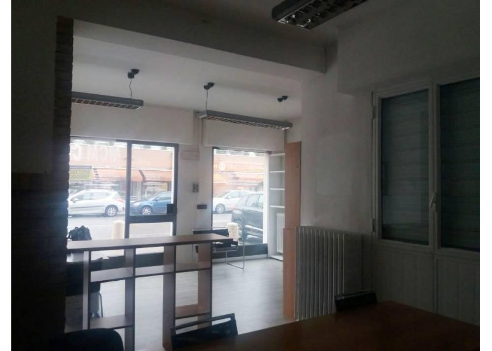 Affitto Locale Commerciale a Parma Via Volturno Ospedale di 50 mq