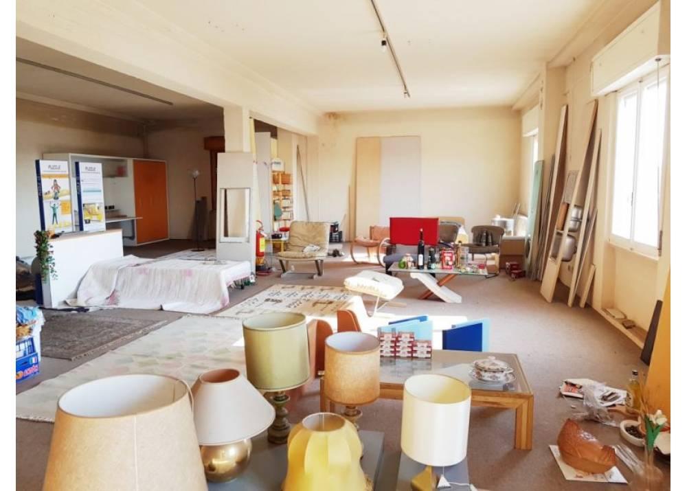 Vendita Casa Indipendente a Sissa quadrilocale  di 700 mq
