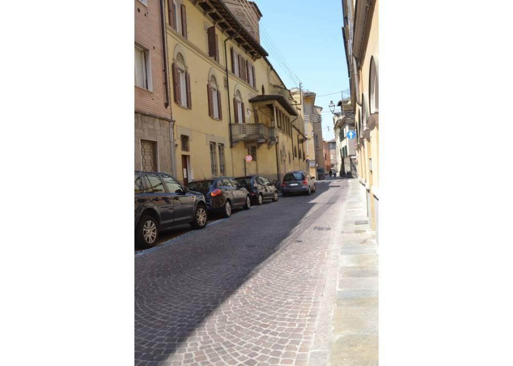Affitto Locale Commerciale a Parma monolocale Centro Storico di 80 mq