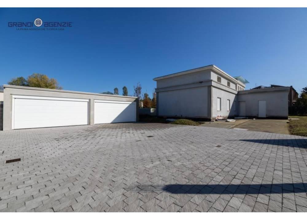 Vendita Villa a Parma   di  mq
