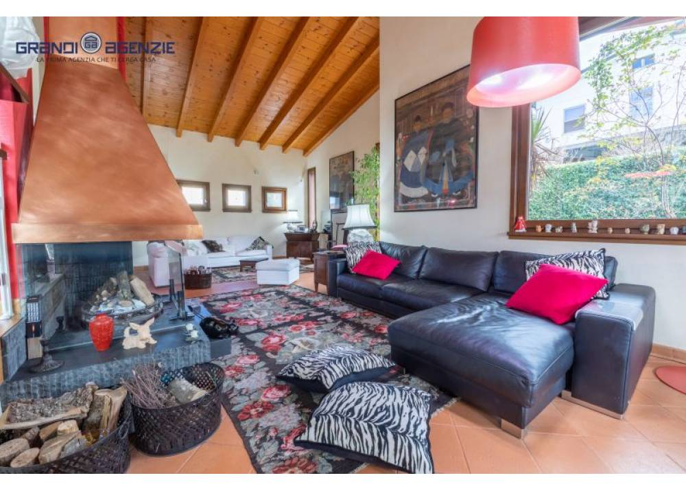Vendita Villa a Montechiarugolo   di 240 mq
