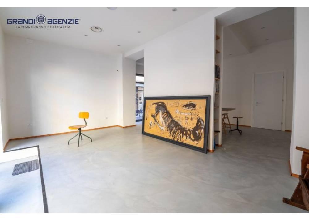 Vendita Negozio a Parma monolocale centro di 60 mq
