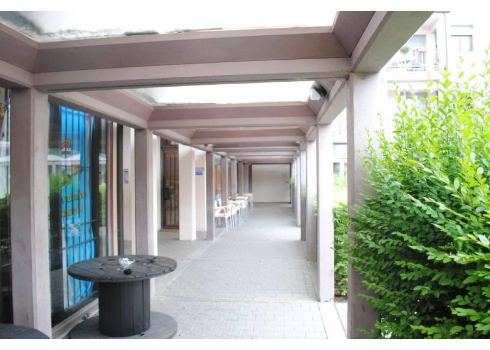 Vendita Negozio a Parma monolocale  di 69 mq