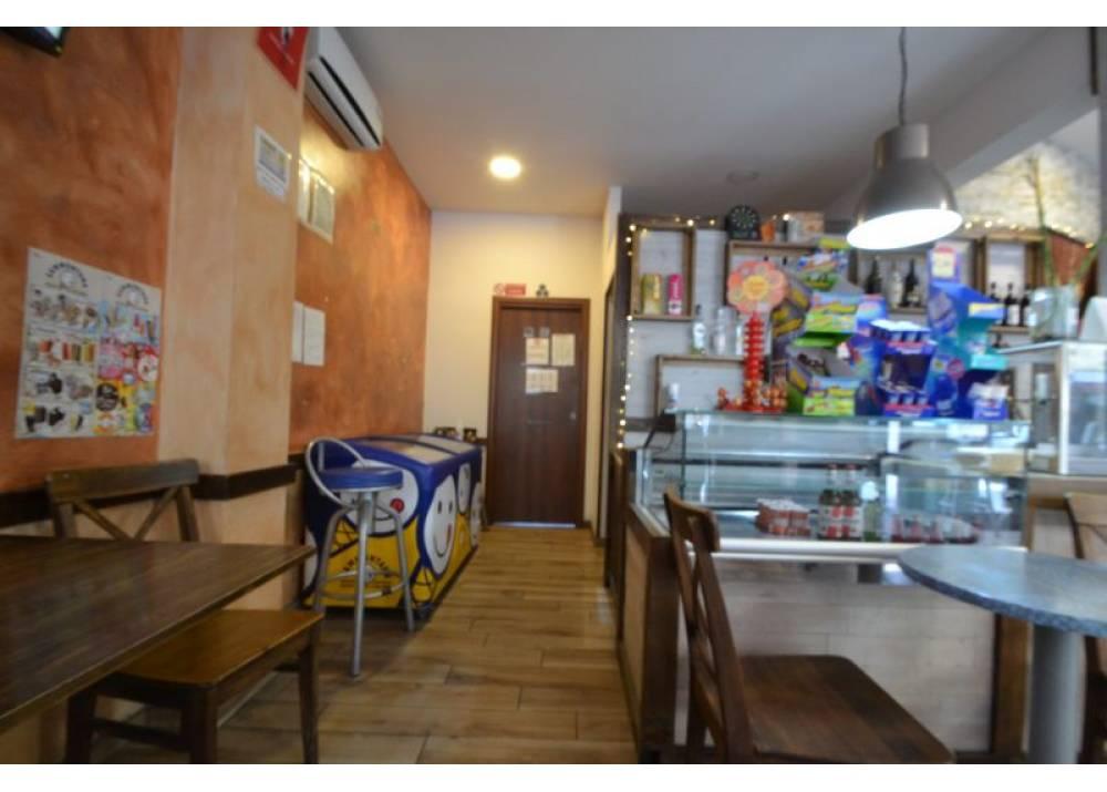 Vendita Locale Commerciale a Parma monolocale Oltretorrente di 100 mq