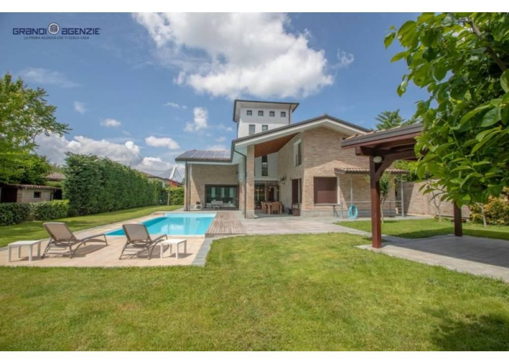 Vendita Villa a Parma   di 500 mq