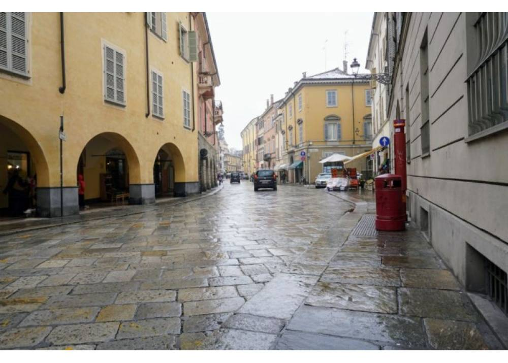 Vendita Locale Commerciale a Parma Strada Luigi Carlo Farini Parma centro di 25 mq