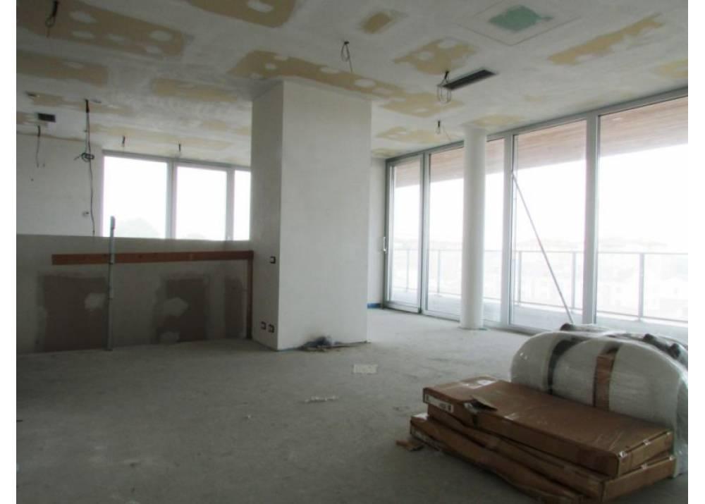 Vendita Appartamento a Parma Via Stradello Marca-Relli Conrad Q.re Pasubio di 197 mq