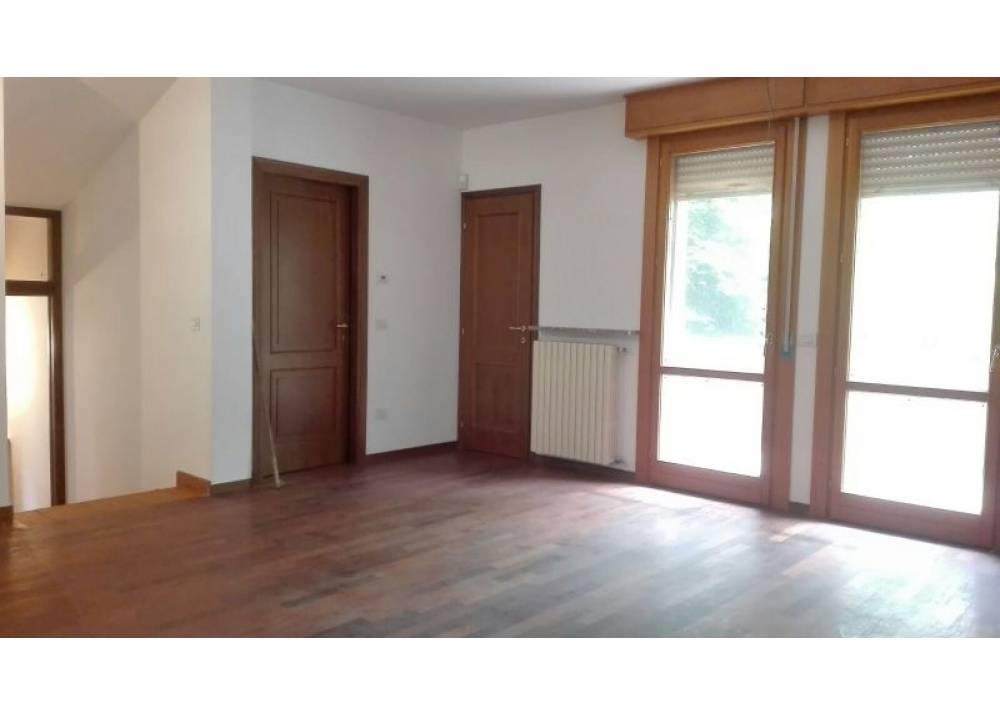 Vendita Villa a Parma  San Lazzaro - Lubiana di 350 mq