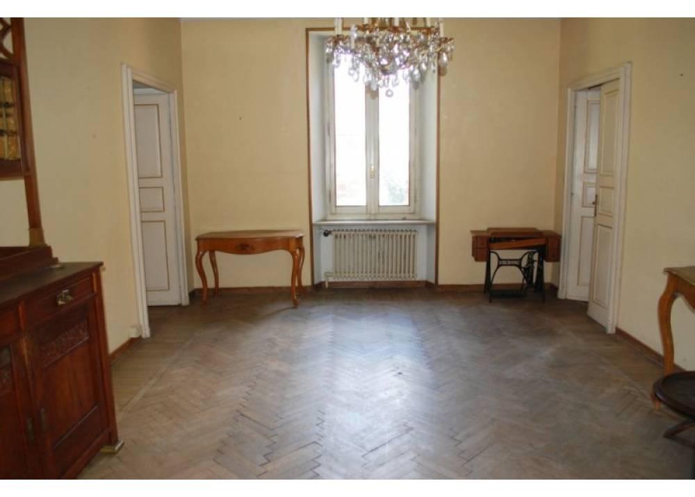 Vendita Appartamento a Parma  centro storico di 235 mq