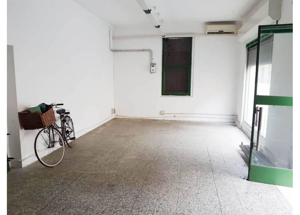 Affitto Locale Commerciale a Parma monolocale Oltretorrente di 43 mq