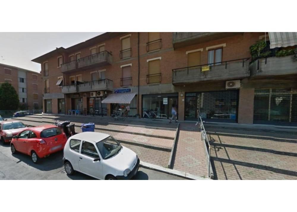 Vendita Locale Commerciale a Parma Via Sante Vincenzi Crocetta di 135 mq