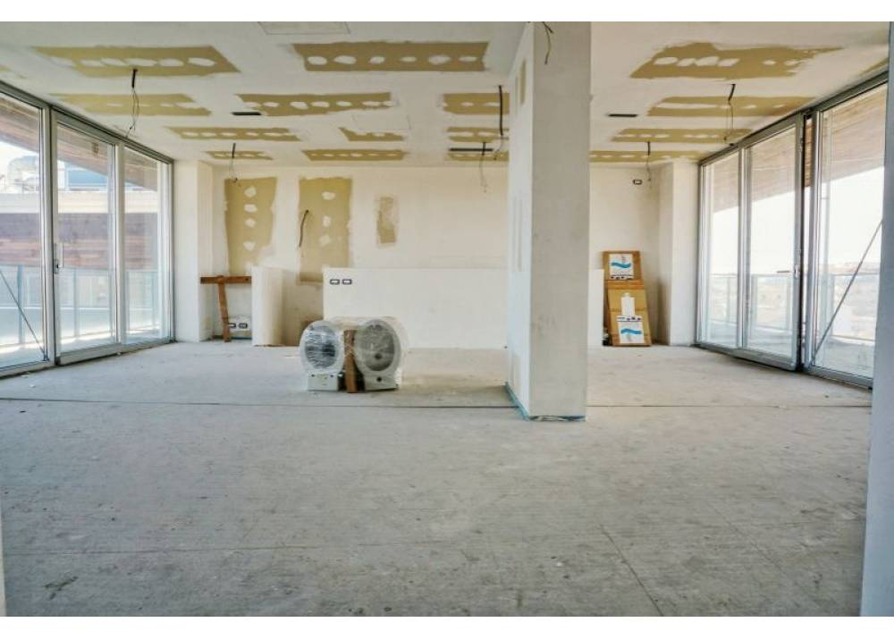 Vendita Appartamento a Parma quadrilocale Q.re Pasubio di 200 mq