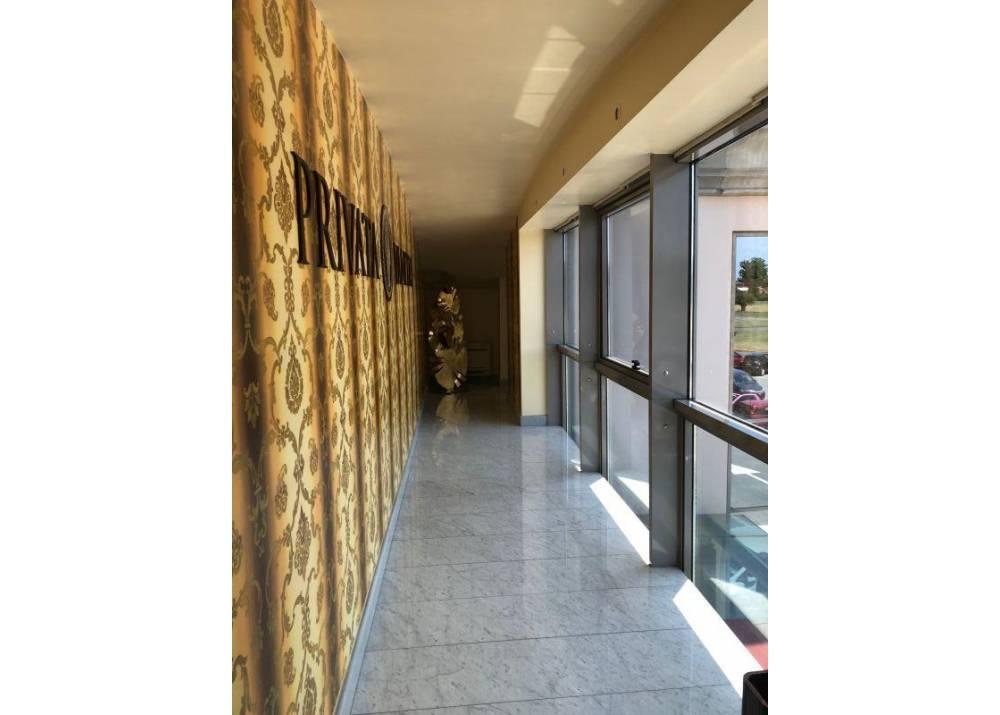Affitto Locale Commerciale a Parma monolocale San Lazzaro di 240 mq