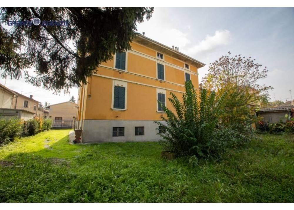 Vendita Casa Indipendente a Parma  San Leonardo di 480 mq