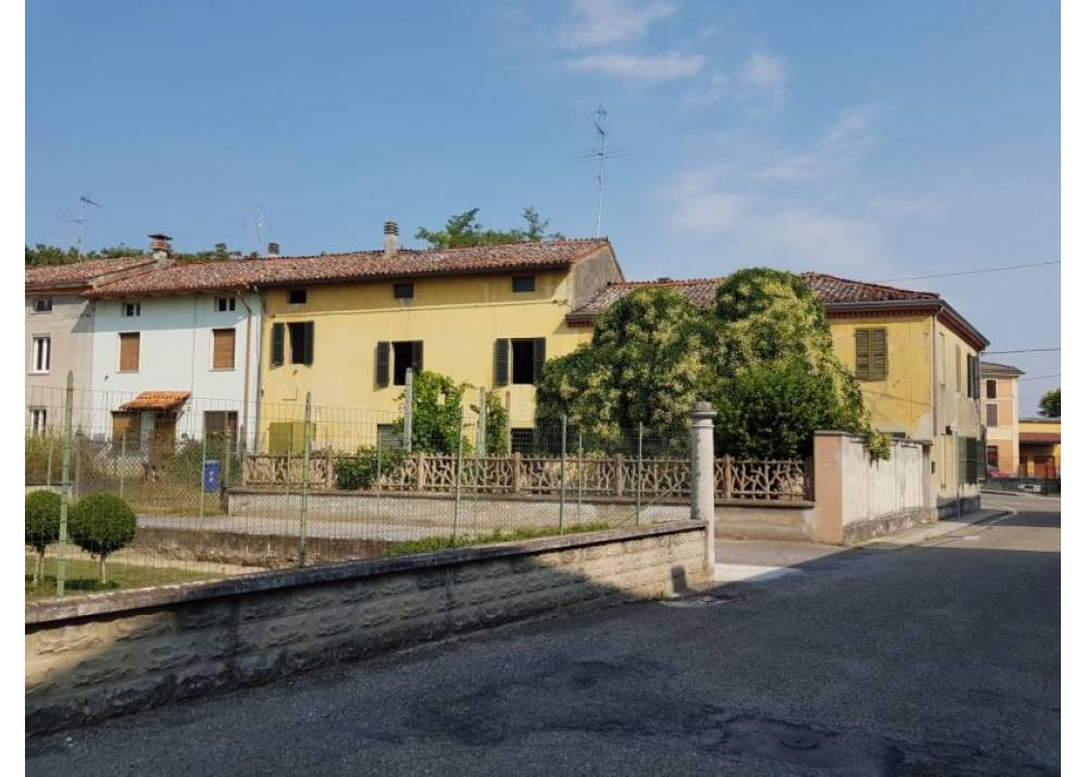Vendita Casa Indipendente a Zibello   di 390 mq