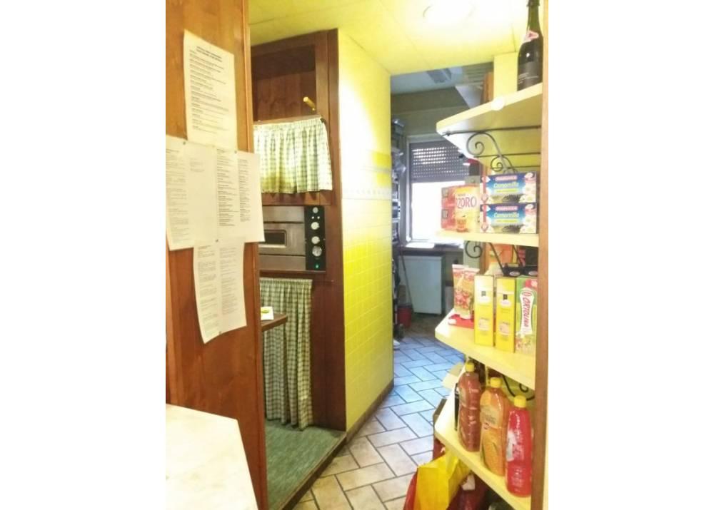 Vendita Locale Commerciale a Parma monolocale Oltretorrente di 40 mq
