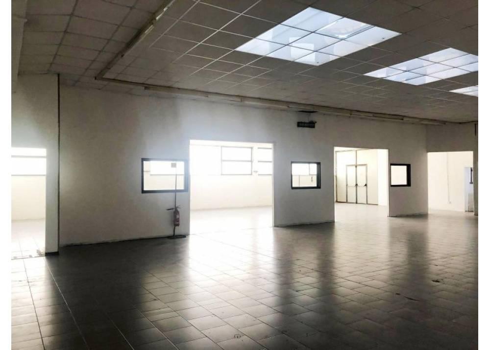 Affitto Locale Commerciale a Parma monolocale Q.re San Leonardo di 590 mq
