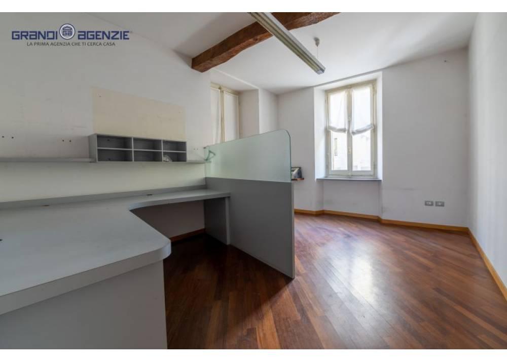 Vendita Ufficio a Parma monolocale centro di 164 mq
