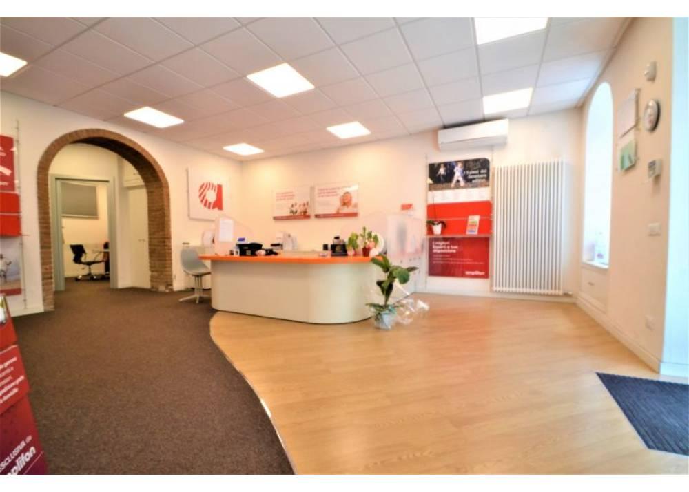 Vendita Locale Commerciale a Parma monolocale Oltretorrente di 96 mq