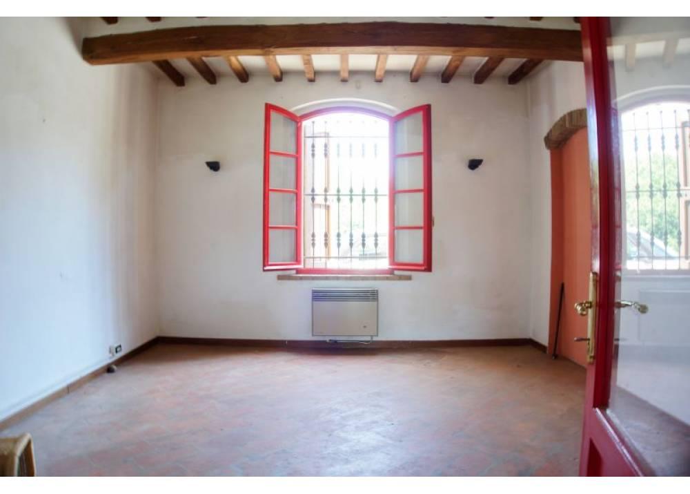 Vendita Casa Indipendente a Roccabianca quadrilocale  di 300 mq
