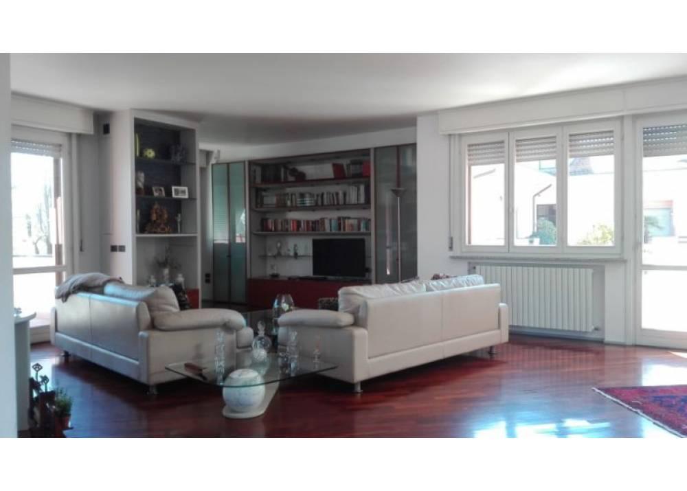 Vendita Appartamento a Parma  San Lazzaro di 171 mq