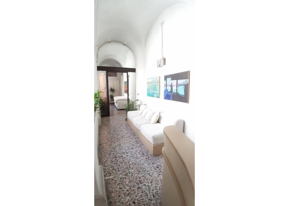 Affitto Locale Commerciale a Comune di Parma monolocale centro storico di 140 mq