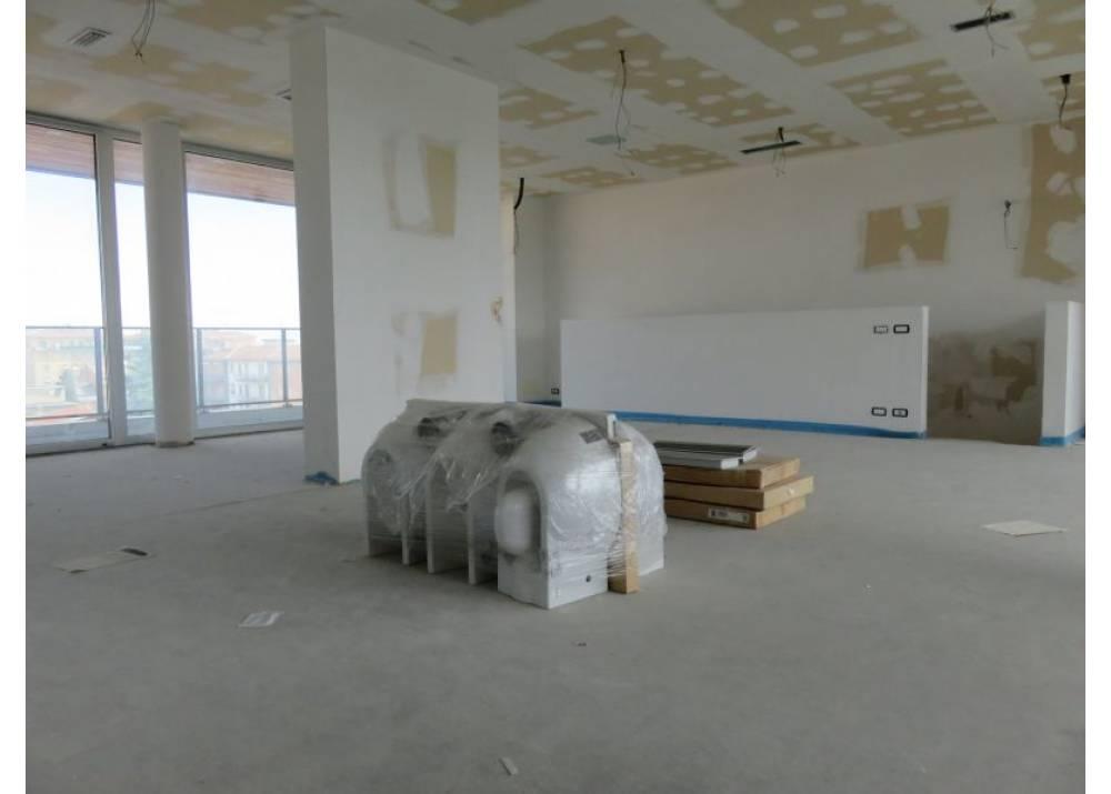 Vendita Attico a Parma quadrilocale Pasubio di 202 mq