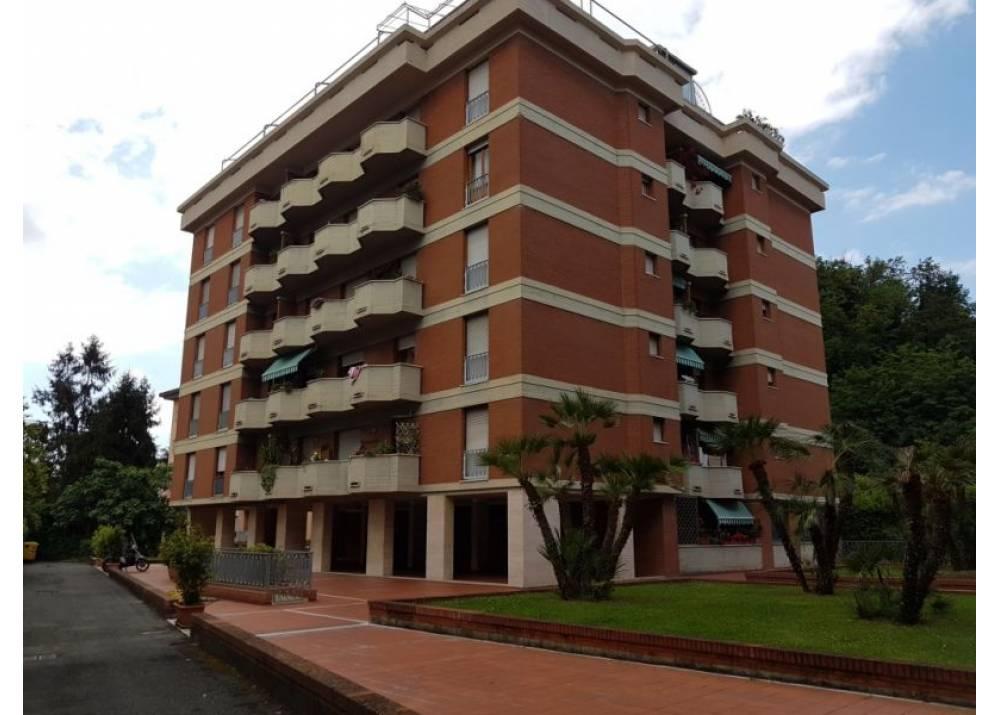 Vendita Appartamento a Massa quadrilocale  di 156 mq