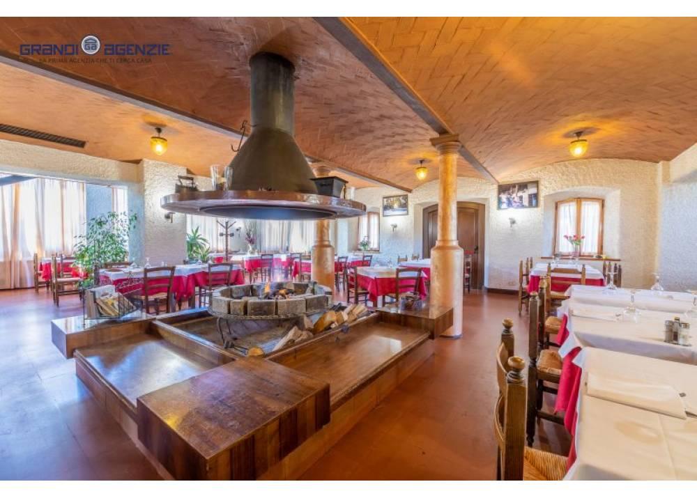 Vendita Locale Commerciale a Parma monolocale  di 3340 mq