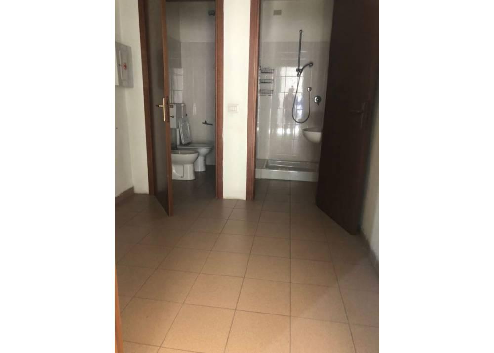 Affitto Locale Commerciale a Parma Via G.P. Sardi  di 480 mq
