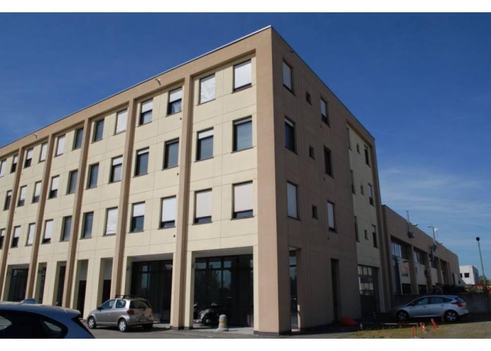Vendita Locale Commerciale a Parma monolocale  di 110 mq
