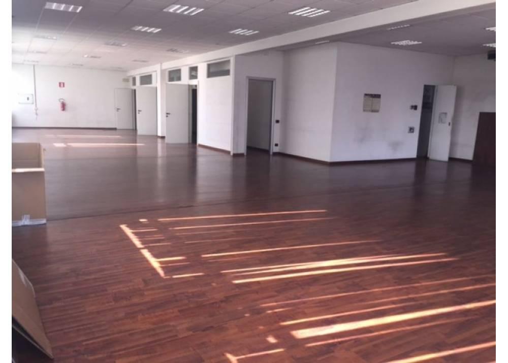 Affitto Locale Commerciale a Parma Strada Moletolo Q.re Moletolo di 735 mq