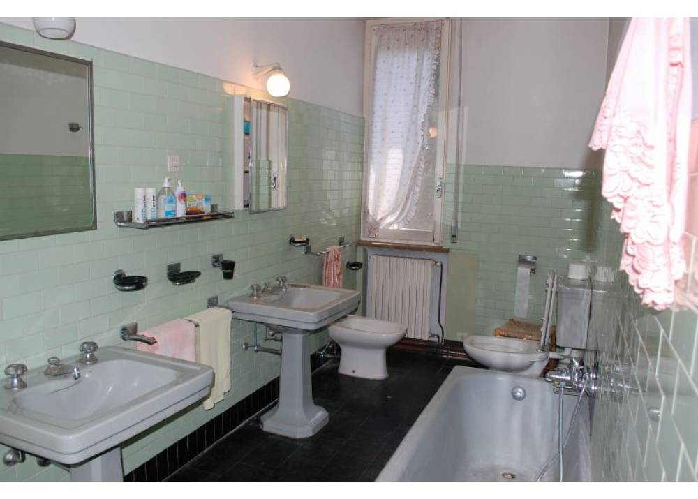 Vendita Appartamento a Traversetolo   di 330 mq