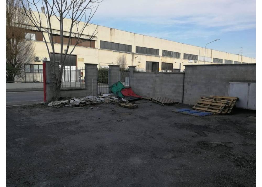 Affitto Locale Commerciale a Parma monolocale nord di 500 mq