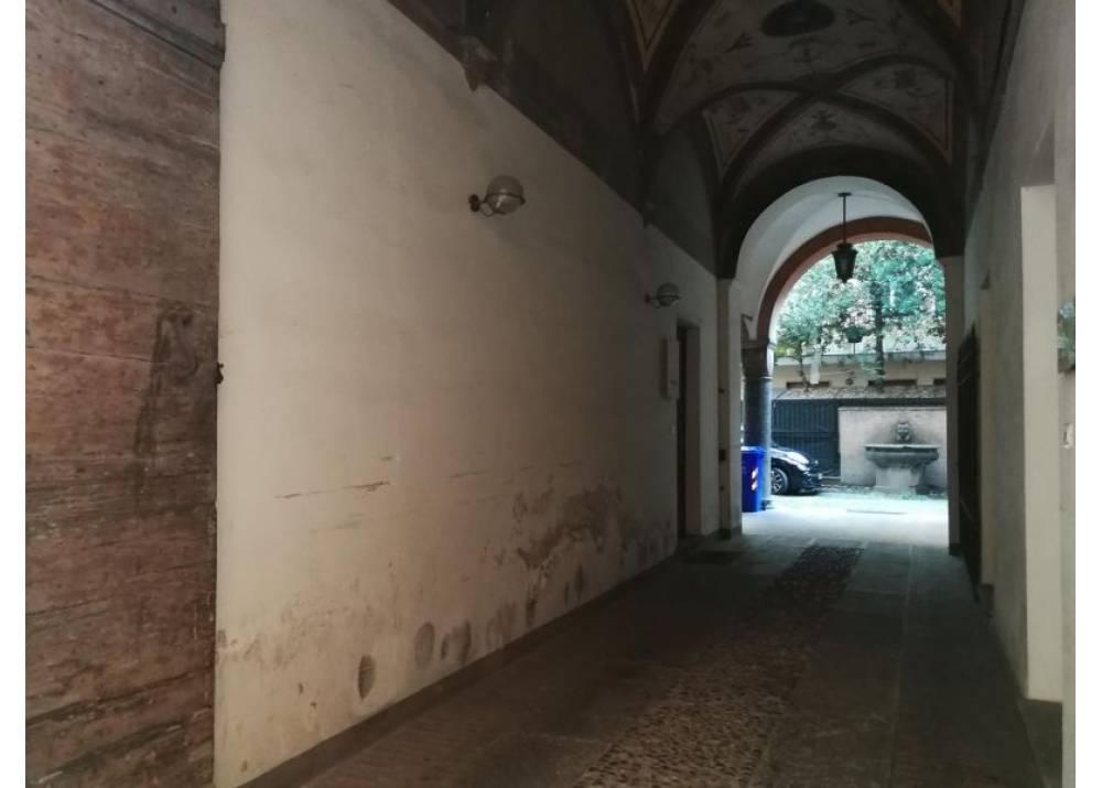 Affitto Locale Commerciale a Parma quadrilocale centro storico di 105 mq