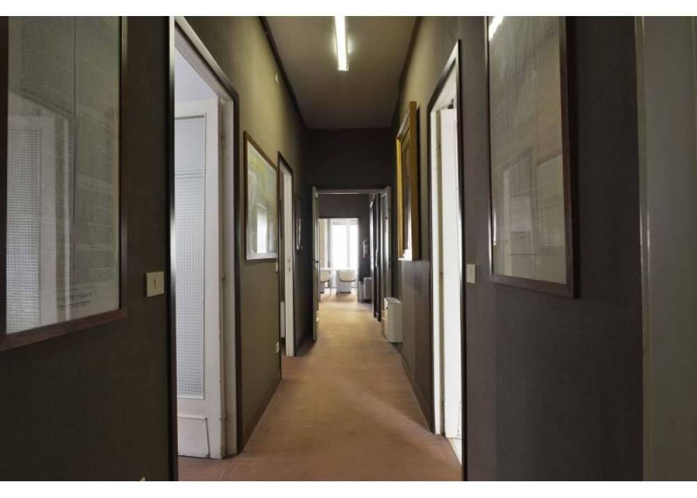 Vendita Locale Commerciale a Parma monolocale Centro Storico- Stazione di 139 mq
